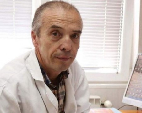 Доц. Мангъров след гостуването при заразения журналист: Няма да се тествам!