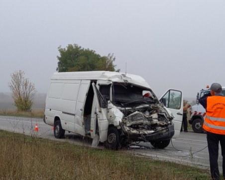 25-годишен загина при удар на автобус и микробус край Търговище
