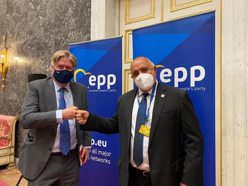 Лидерът на ЕНП към Борисов: Уважаваме протестиращите, но решенията ще бъдат взети на изборите