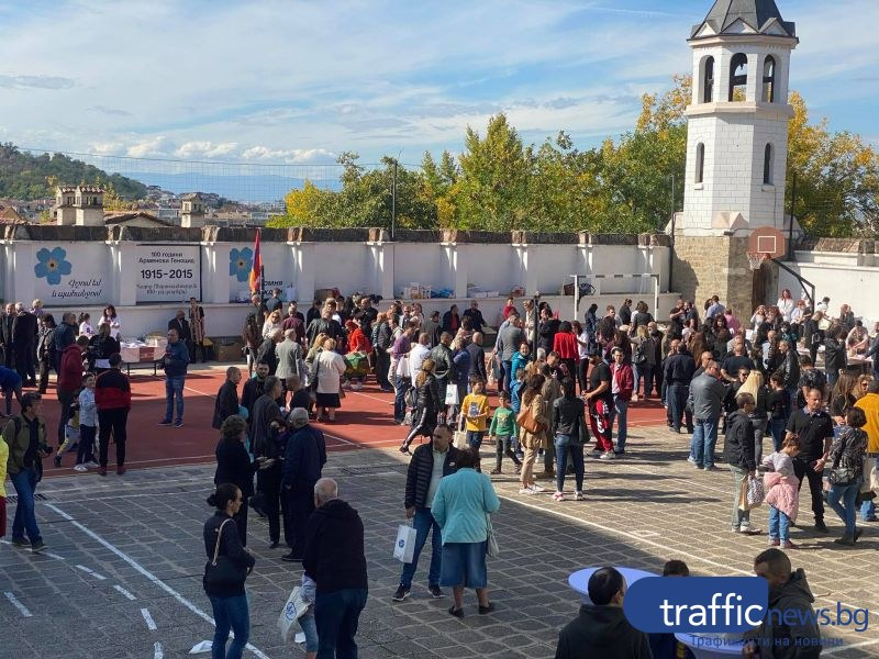 Арменци и българи помагат на пострадалите в Нагорни Карабах, заедно се помолиха в храма в Пловдив