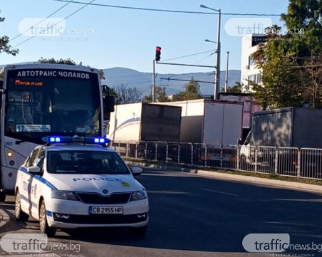 Два автобуса се блъснаха на Кукленско шосе, има пострадал