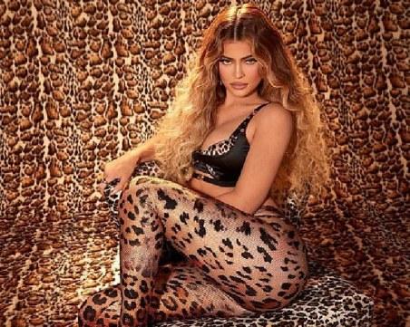 Нещо диво! Кайли Дженър облече секси леопардов принт, пуска нова козметична линия