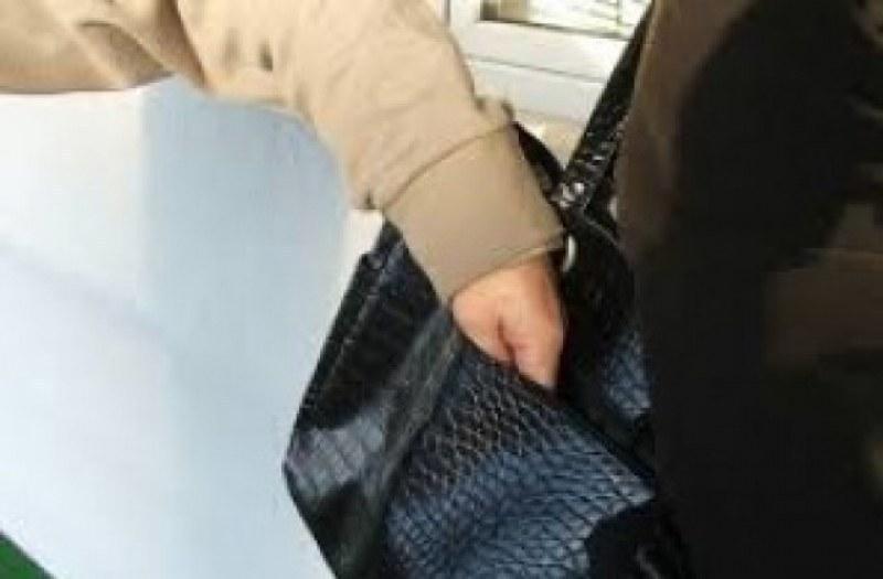 Джебчийка обра дете в магазин, задигна му телефона