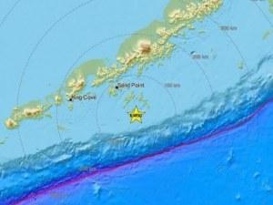 Moщно земетресение удари Аляска, предупреждават за цунами