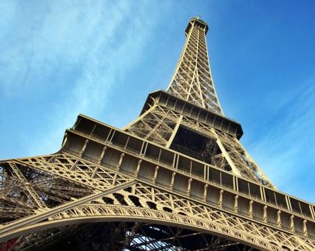 Две жени бяха намушкани под Айфеловата кула