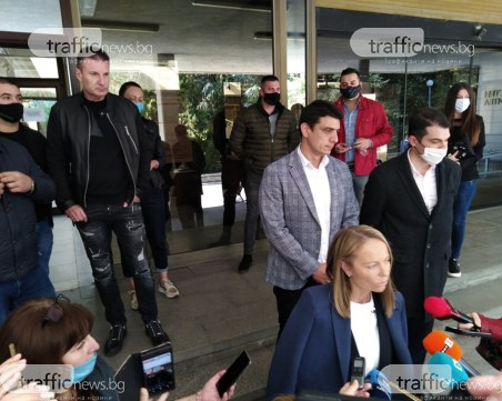 В заведенията в Пловдив: Мерят температурата на входовете, до 6 човека на маса