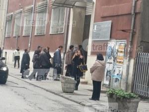 Данъчното в Пловдив продължава да работи, въпреки петимата заразени