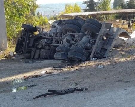 Водачът на камиона, паднал от Аспаруховия мост, е загинал на място