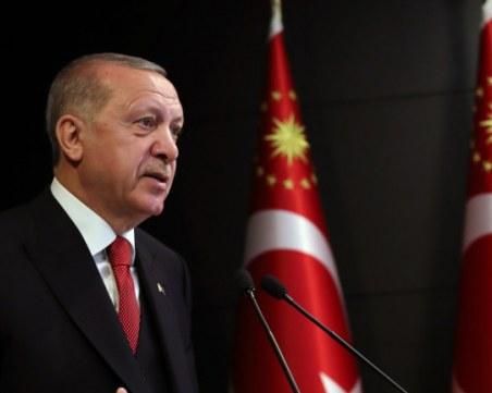 Ердоган препоръча на Макрон психотерапия