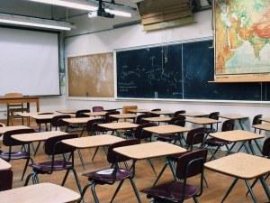 Починаха две любими учителки, заразени с COVID-19