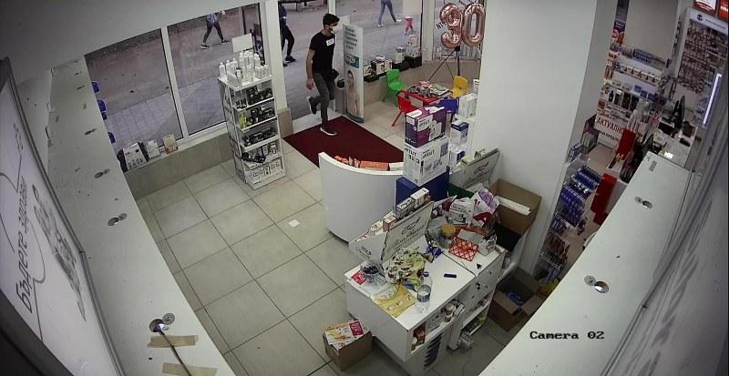 Трима грузинци с ловка кражба в аптека в Пазарджик