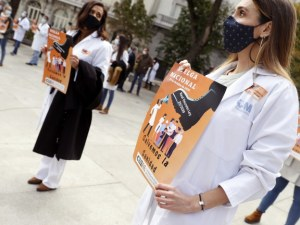 Испанските лекари излизат на протест