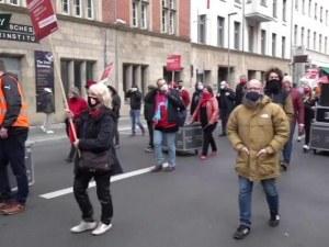 Продължават протестите заради ограничителните мерки в Берлин, протест и в Прага
