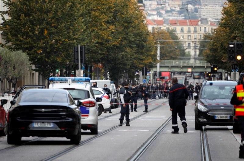 Трима са убитите при нападението в Ница, едната жертва - обезглавена