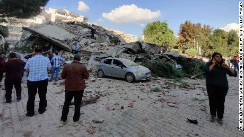 Цунами и разрушени сгради след силното земетресение в Егейско море
