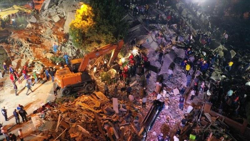 Жертвите в Измир станаха 12, извадиха 70 оцелели от отломките