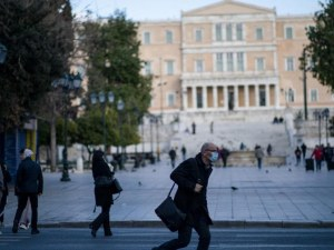 Затварят ресторанти, барове и кина в част от Гърция