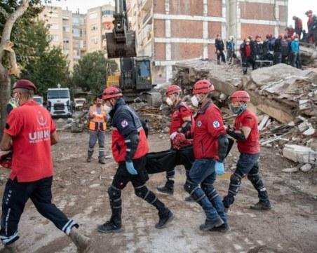 Извадиха 16-годишната Инджи и кучето ѝ от отломките в Измир след 17 часа
