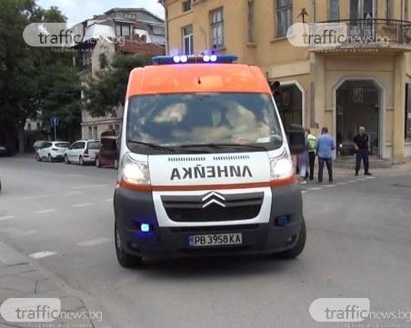 Катастрофа на Пещерско шосе! Кола блъсна пешеходка на заден ход