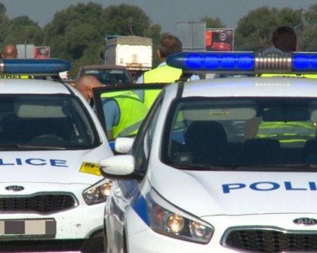 Полицаи заловиха крадец, минути след като разбил кафемашина