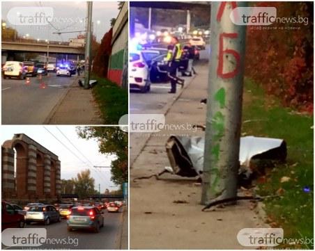 Жестока тапа на Коматевския възел заради катастрофата с БМВ, колата се е врязала в стълб