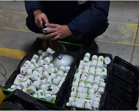 Задържаха 485 опаковки с лекарствен продукт без документи