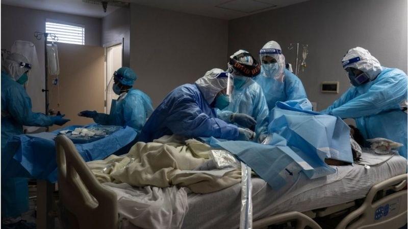 Рекорден брой хоспитализации в САЩ! Връщат пациенти с COVID-19, не достигат легла