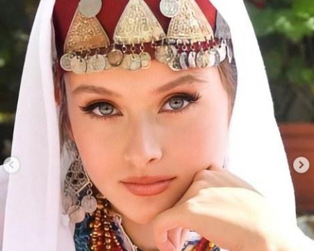 Студентка от ПУ изгря на страница в Инстаграм за традициите из целия свят