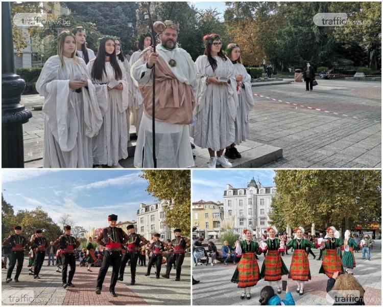"""Бог Дионис поведе шествието по Главната, започва фестивала """"Дефиле на младото вино"""""""