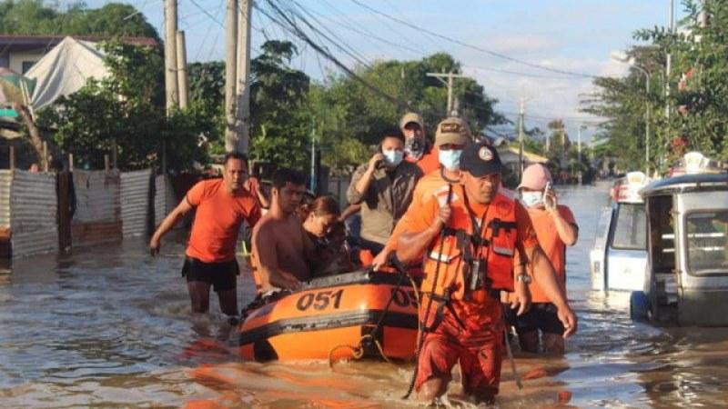53 души загинаха при тайфуна Вамко, 24 общини - под вода