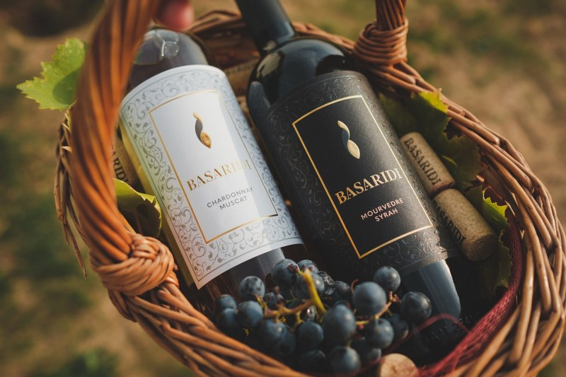 В месеца на Черния петък: Производител от Пловдивско подарява бутилка качествено вино*