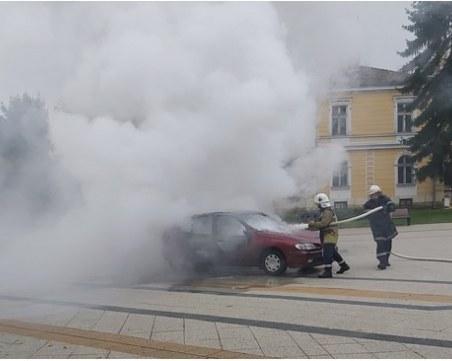 Две обвинения получи мъжът запалил колата си във Враца