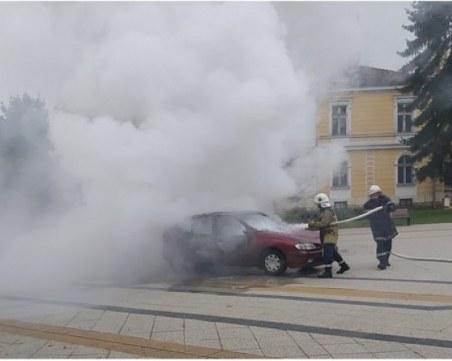 Остава в ареста мъжът, който запали колата си в центъра на Враца