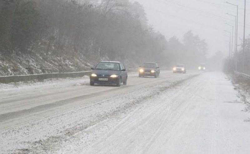 АПИ предупреждават: Ще вали сняг, подгответе колите за зимни условия в планините