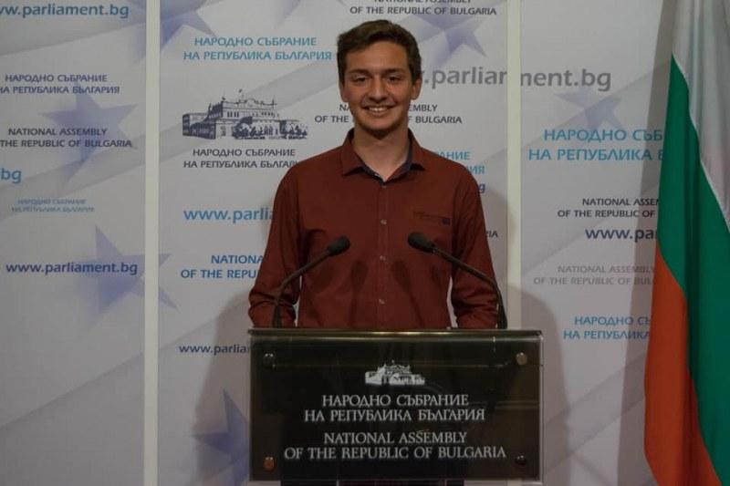 Младата надежда Димитър Фердинандов с остър апел за онлайн обучение!