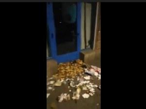 Протестиращи потрошиха вратата на офиса на ГЕРБ в София