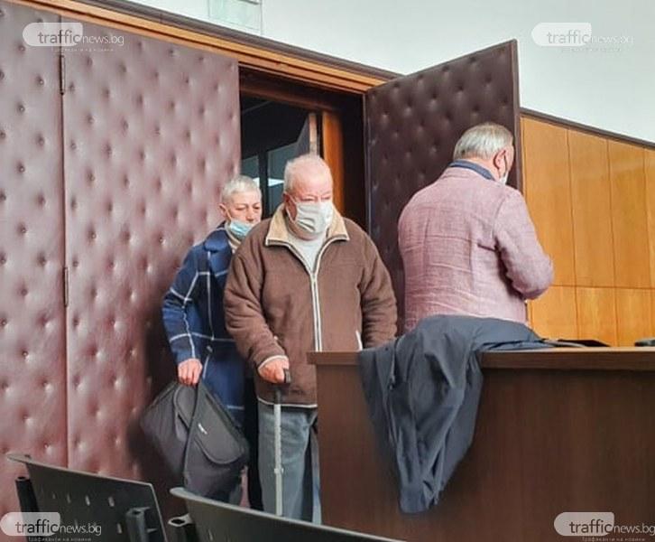 Вменяем ли е фермерът, прострелял 11 пъти съсед край Пловдив?