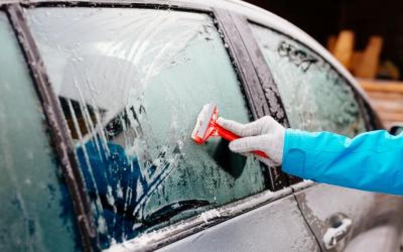 Лесно и бързо: Как да размразите прозорците на колата за 10 секунди