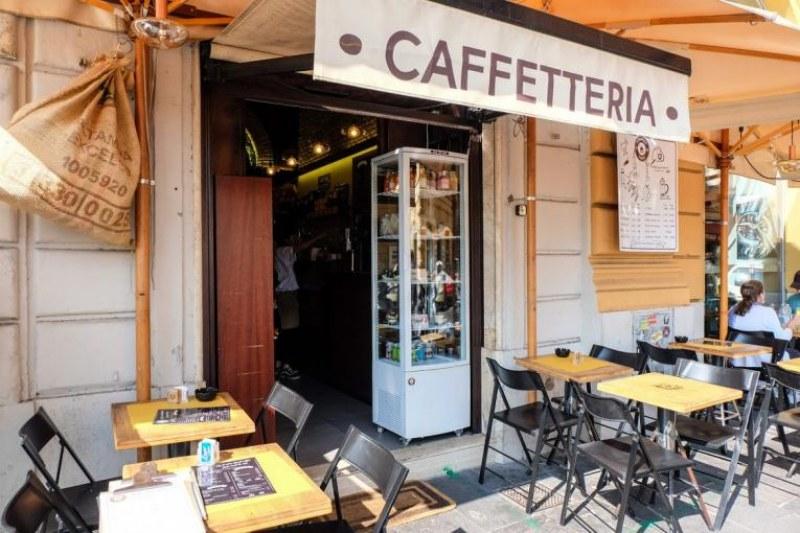 Кафе в Рим забрани разговорите за коронавирус