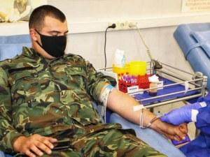 На кои фронтове помагат военните по време на COVID-19 пандемията?