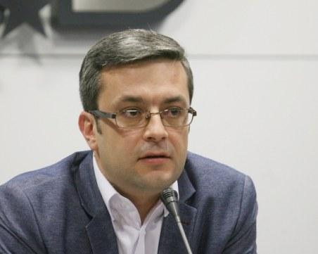 Тома Биков: Обществото бе демобилизирано, че маските са, за да мълчим
