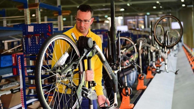 Строят нов завод за ел велосипеди край Пловдив, държавата дава 500 хил. лв за път до него