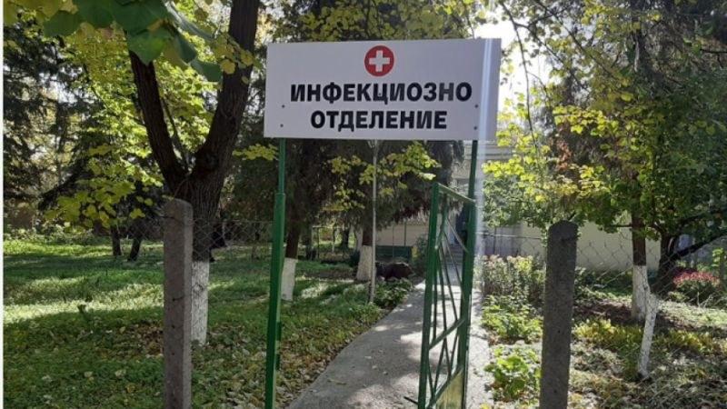 Мъж с коронавирус избяга от болница и се самоуби