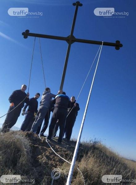 8-метров кръст ще бди над пловдивско село – доброволци го сложиха в легендарна местност
