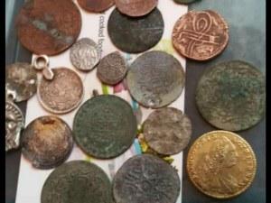 Арестуваха мъж в Пловдивско, продавал антични монети