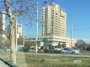 Катастрофа на кръгово на SPS, линейка и полиция на мястото