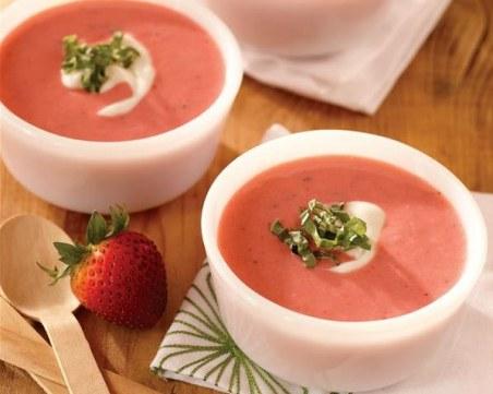 Как да приготвим студена ягодова супа