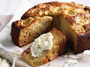 Направете бананова торта без брашно, захар и мляко