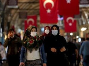 Турция наложи вечерен час и пълно затваряне през уикендите