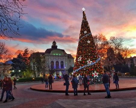 Коледната елха в Пловдив грейва тази вечер!